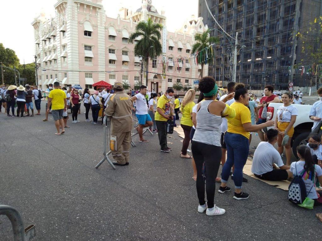 Agentes da SeMOB interditam avenida Assis de Vasconcelos para segurança dos romeiros