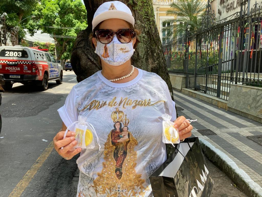 """A devota Angela Miranda se sentiu mais segura para ir as ruas no Círio deste ano. """"Já tomei as duas doses da vacina"""""""